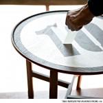 table_marquée_par_un_monochrome_10