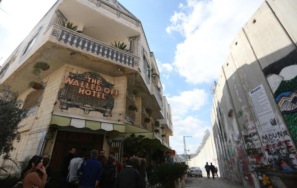 Walled Off Hotel par Banksy sur Design Maroc