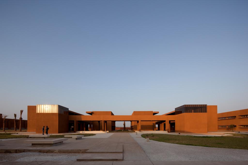 Université de Taroudant par Saad El Kabbaj, Driss Kettani et Mohamed Amine Siana sur Design Maroc