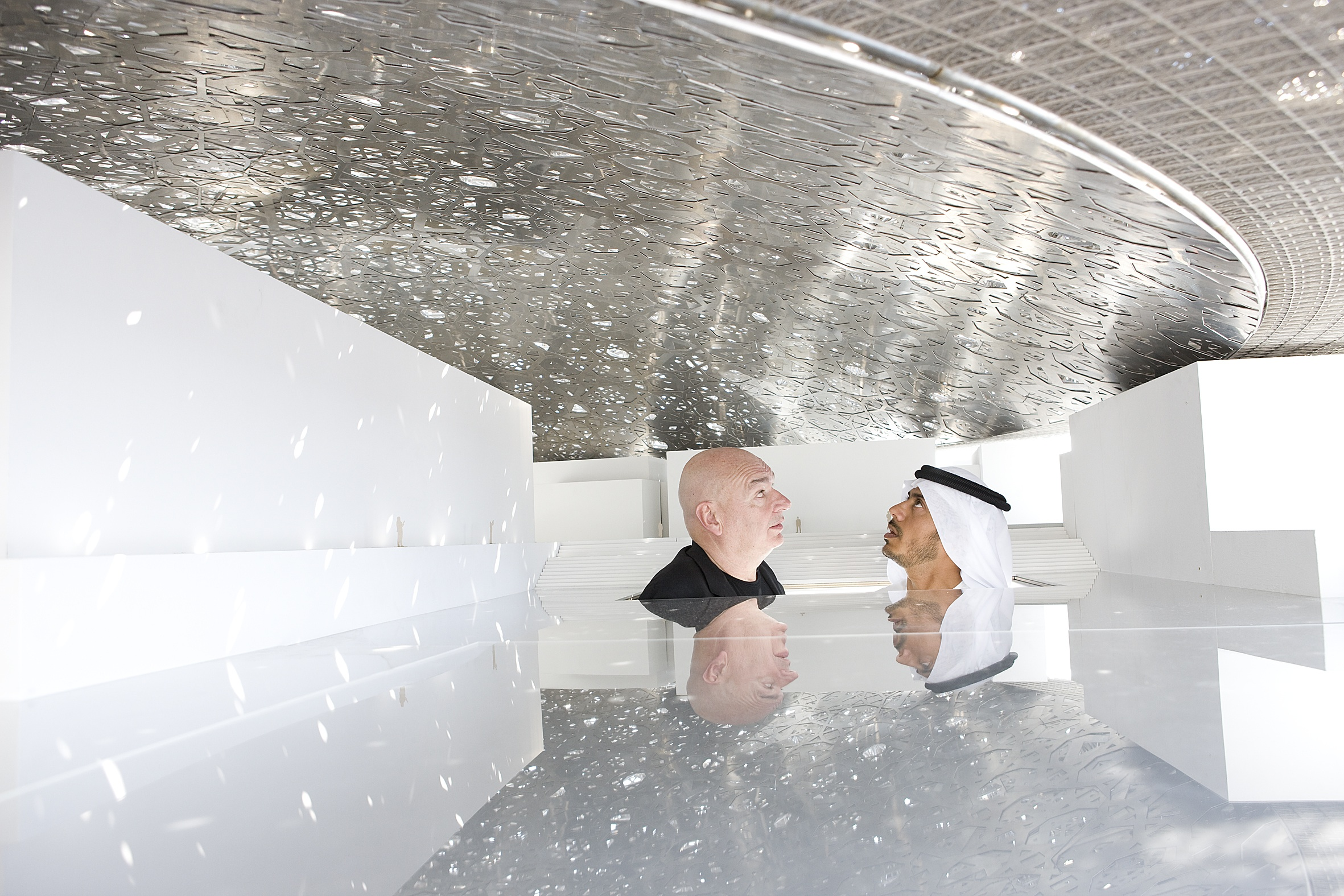 jean_nouvel_and_he_sheikh_sultan_-_under_mock_up_dome_1