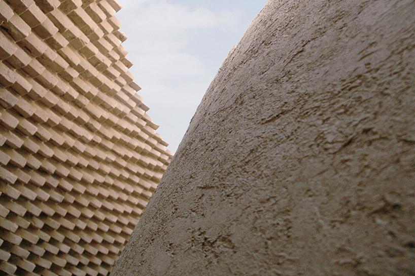 L'observatoire organique et fait-main du désert iranien par Design Maroc